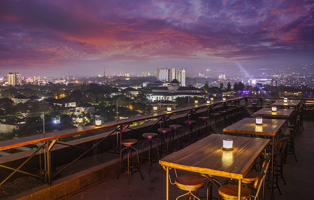 Rooftop Bar Cafe - Vesper Sky Lounge