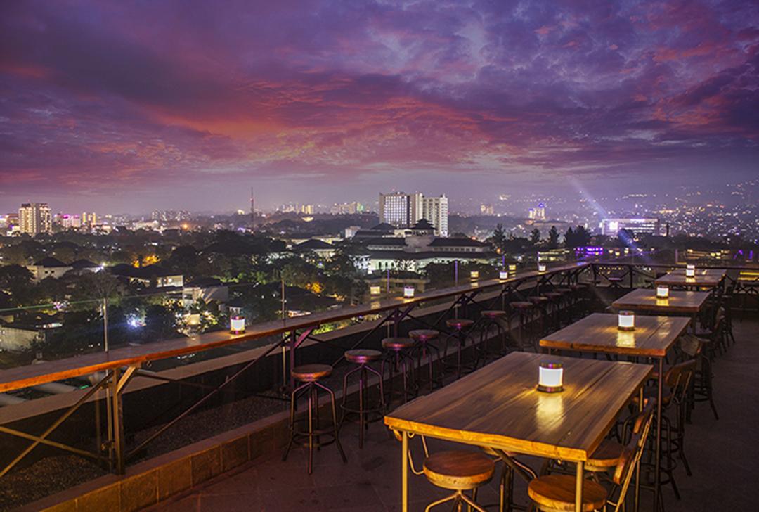 Rooftop Bar Cafe - Vesper Sky Lounge