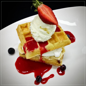 Waffles With Bananas and Strawberry Coulis, Dessert Paling Hits di Bandung