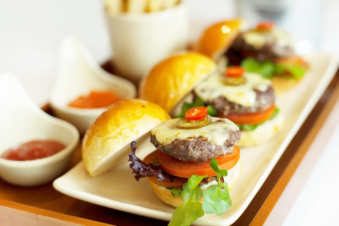 Trio Mini Burger, Menu Brunch Enak Bandung yang Paling Populer