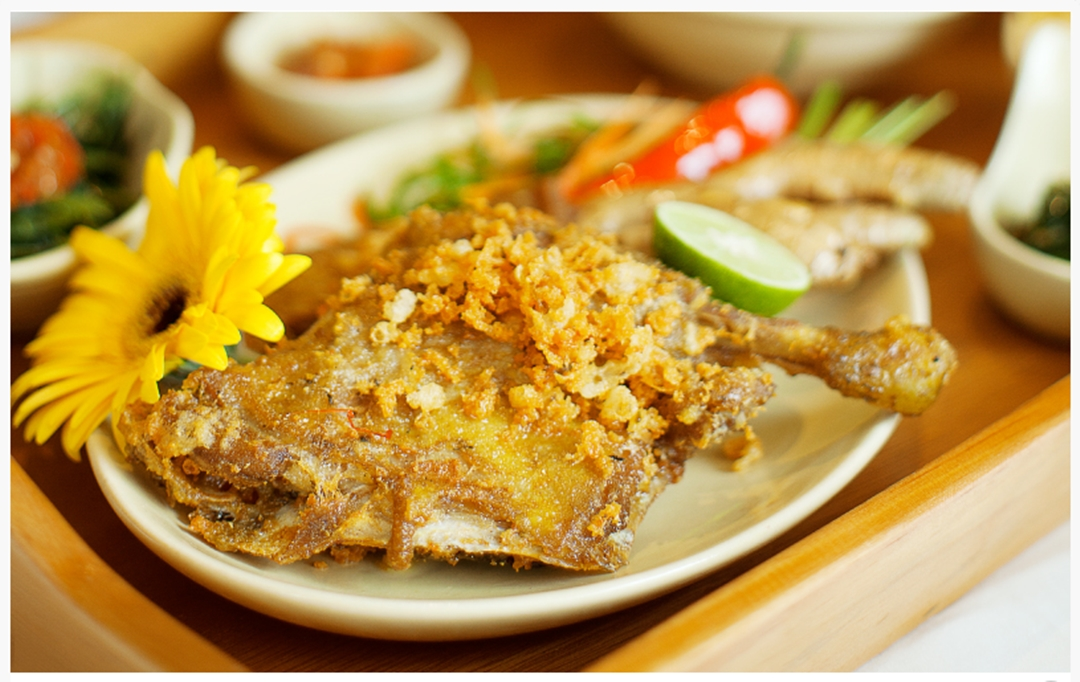 Bebek Goreng Kremes, Kuliner Bandung Paling Hits di Tempat Makan Enak di Bandung