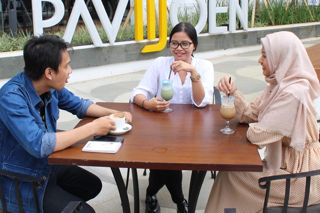 Tempat ngopi di Bandung belum bisa jadi tempat nongkrong dan tempat hangout yang seru jika Anda tidak dapat melakukan 6 hal seru berikut ini di sana.