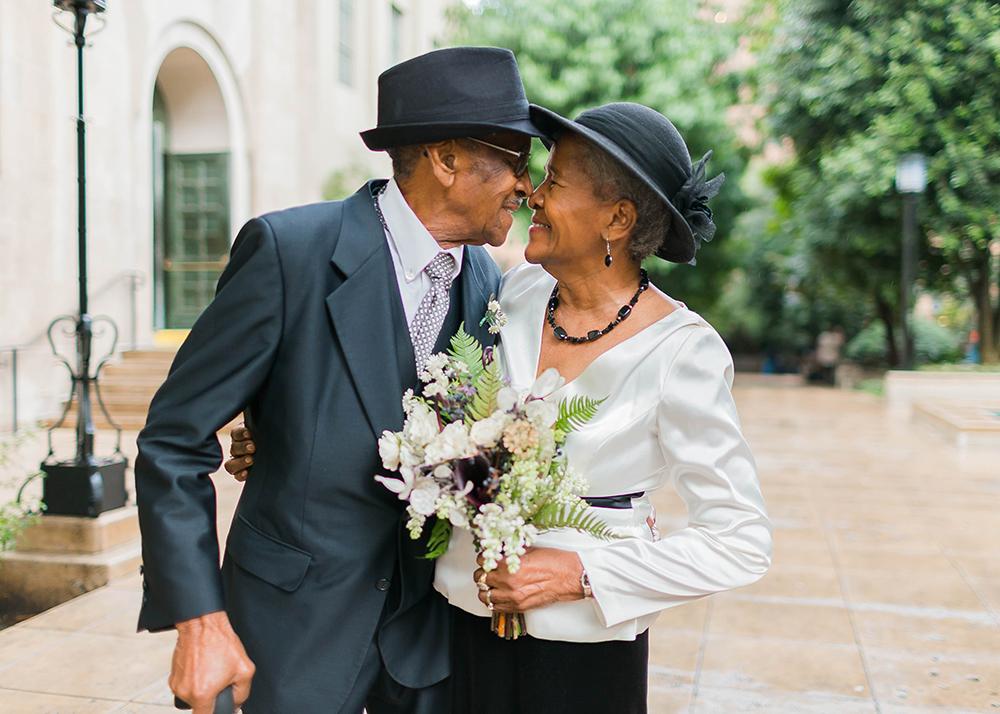 Tiga hal ini buat perayaan ulang tahun pernikahan Anda lebih istimewa.