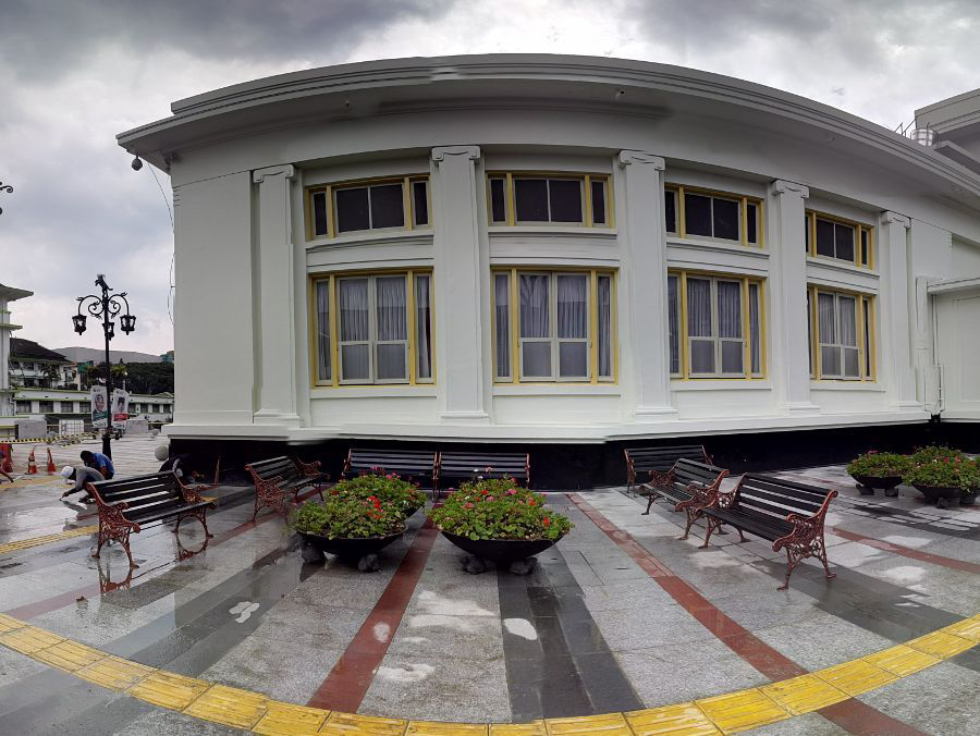 Rekomendasi tiga trotoar Bandung ala Eropa yang bagus dan keren juga wisata kuliner dan pedestrian walk rasa Eropa di Jalan Riau Bandung.